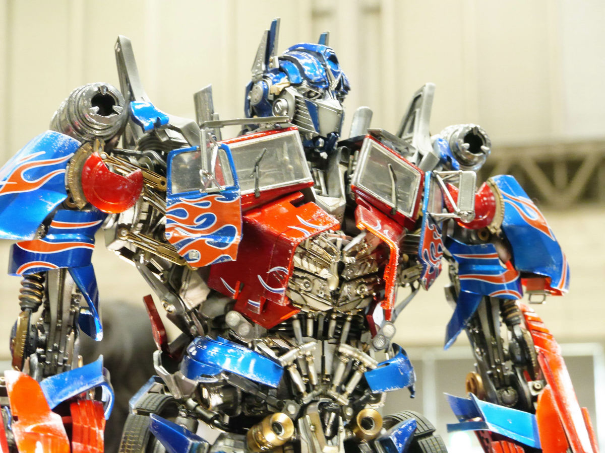 60cm tall optimus prime from �transformers dark of the