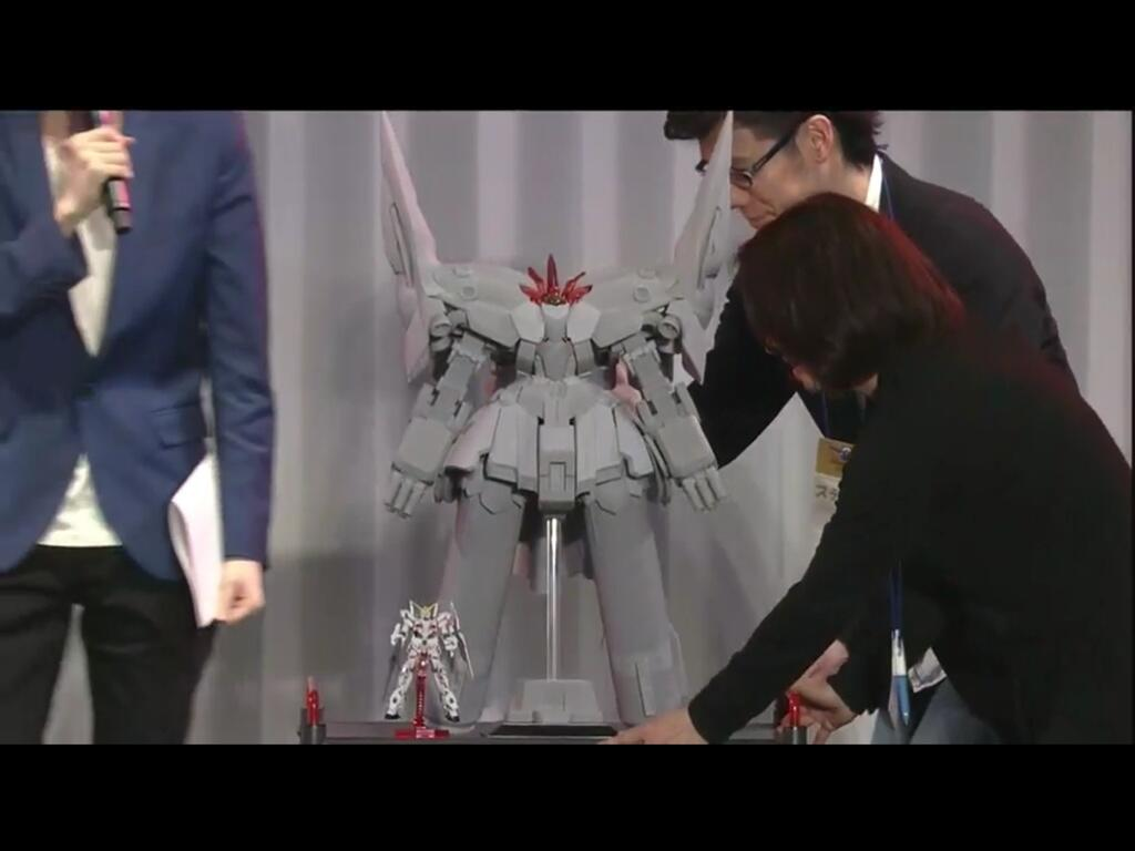 HGUC 1/144 Neo Zeong on display @ Anime Japan 2014. Various size images