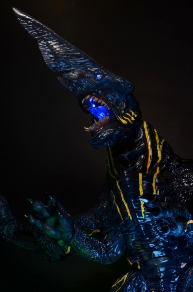 Pacific Rim KAIJU Knifehead Lightup eyes and mouth [Neca]: Official Wallpaper Size Images, Box Art too