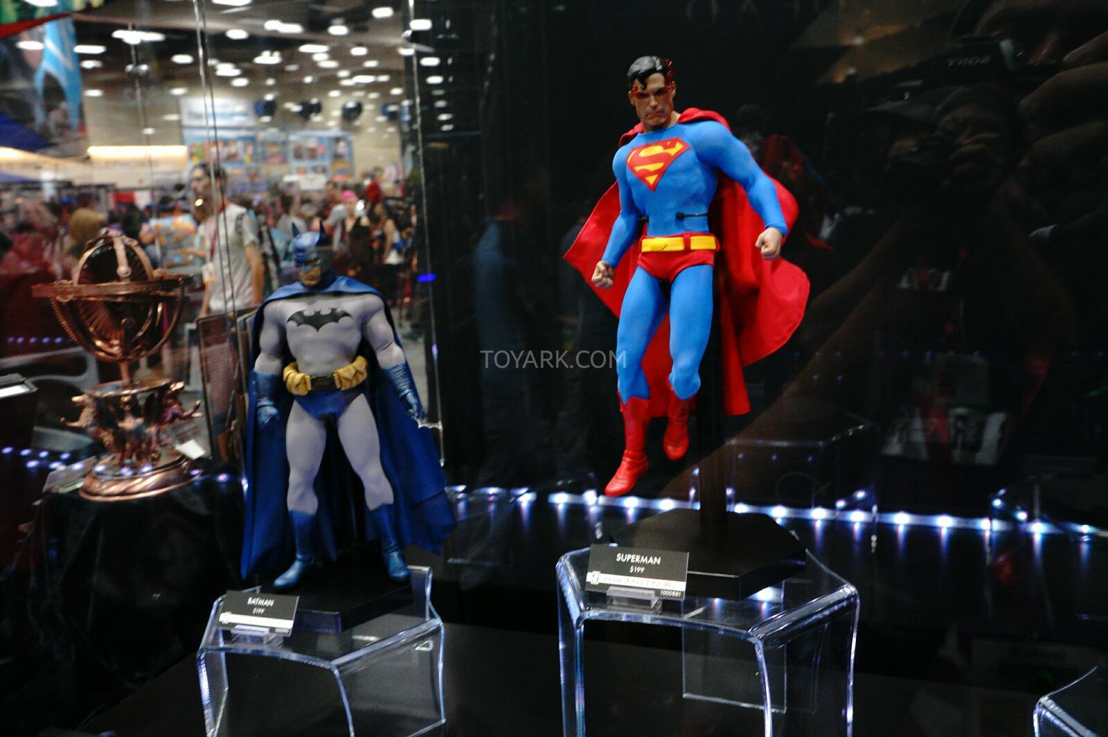 SDCC-2014-Sideshow-DC-Comics-Sixth-Scale-Figures-002