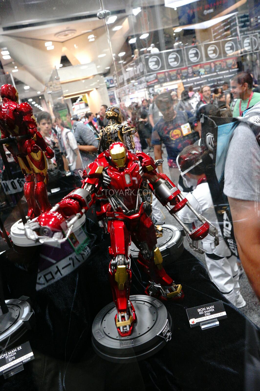 SDCC-2014-Sideshow-Hot-Toys-Display-010