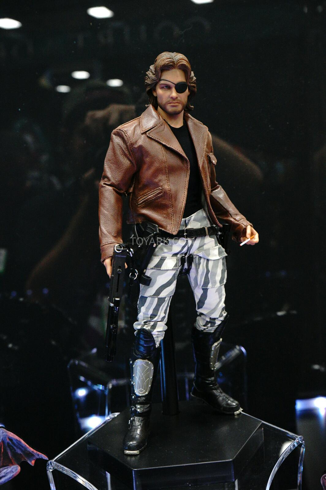 SDCC-2014-Sideshow-Snake-Plissken-Sixth-Scale-Figures-002