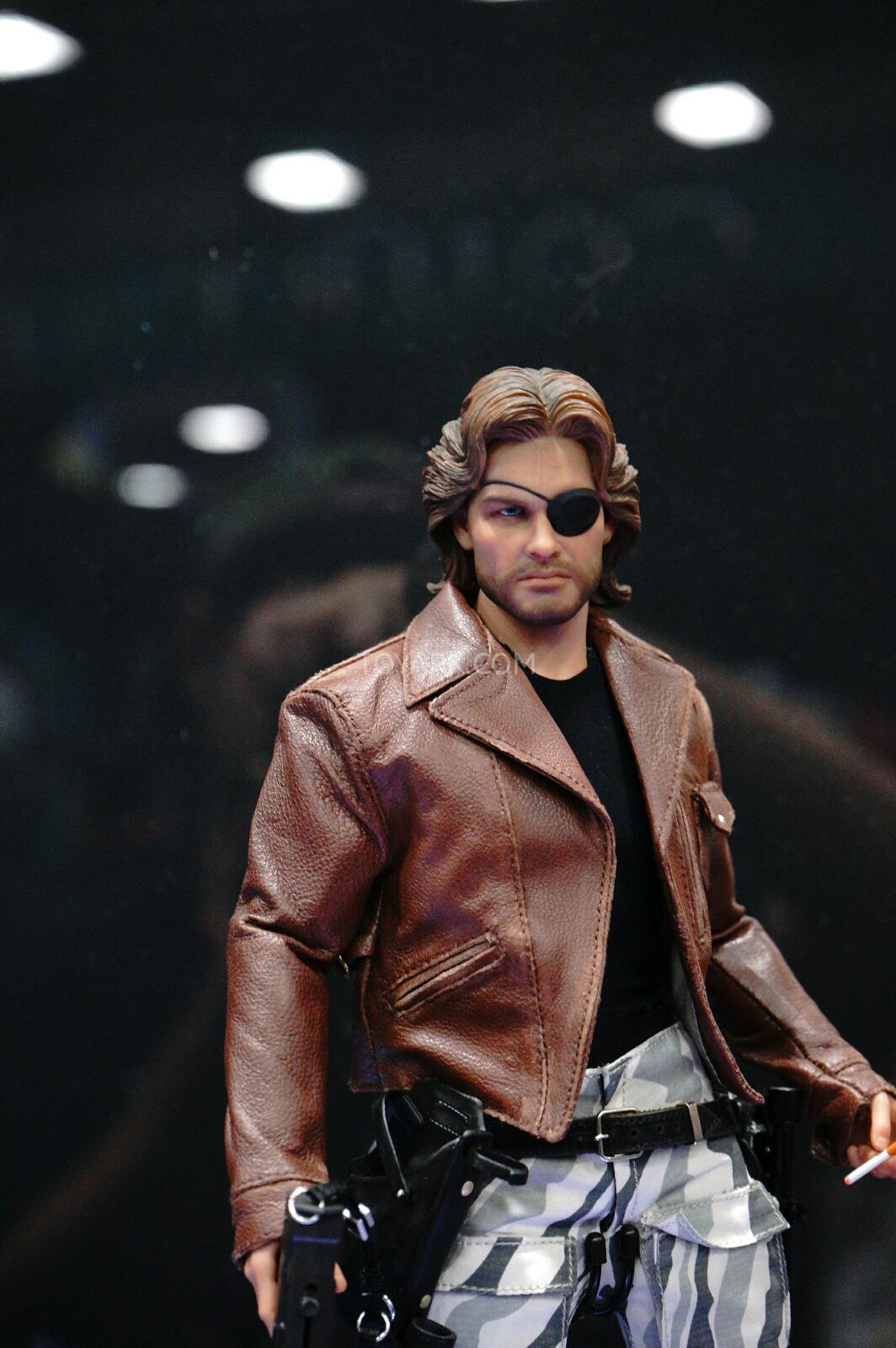 SDCC-2014-Sideshow-Snake-Plissken-Sixth-Scale-Figures-003