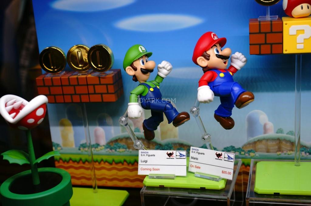 SDCC-2014-Tamashii-SH-Figuarts-Mario-and-Luigi-002