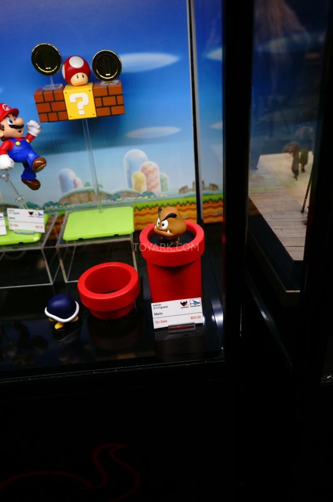 SDCC-2014-Tamashii-SH-Figuarts-Mario-and-Luigi-004