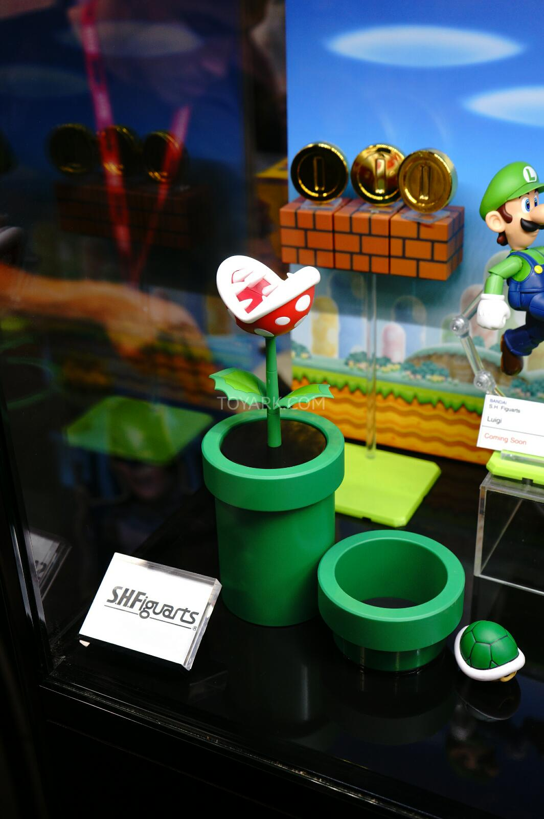 SDCC-2014-Tamashii-SH-Figuarts-Mario-and-Luigi-005
