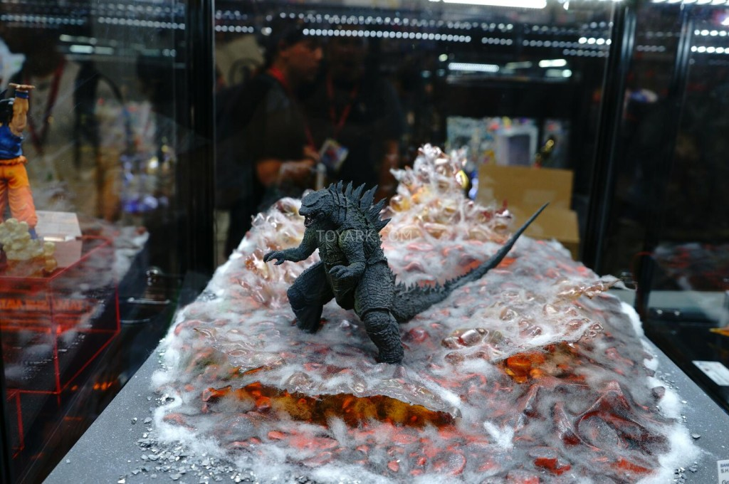 SDCC-2014-Tamashii-SH-Monsterarts-048