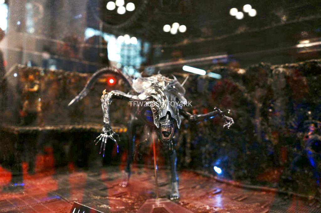 NYCC-2014-NECA-Alien-Queen-009
