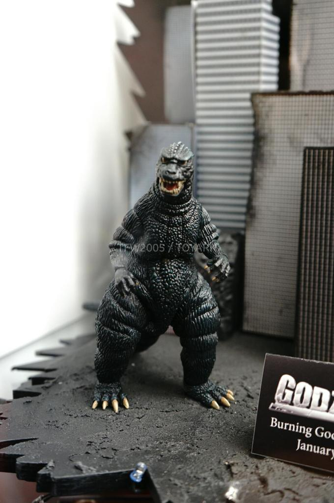 NYCC-2014-NECA-Godzilla-003