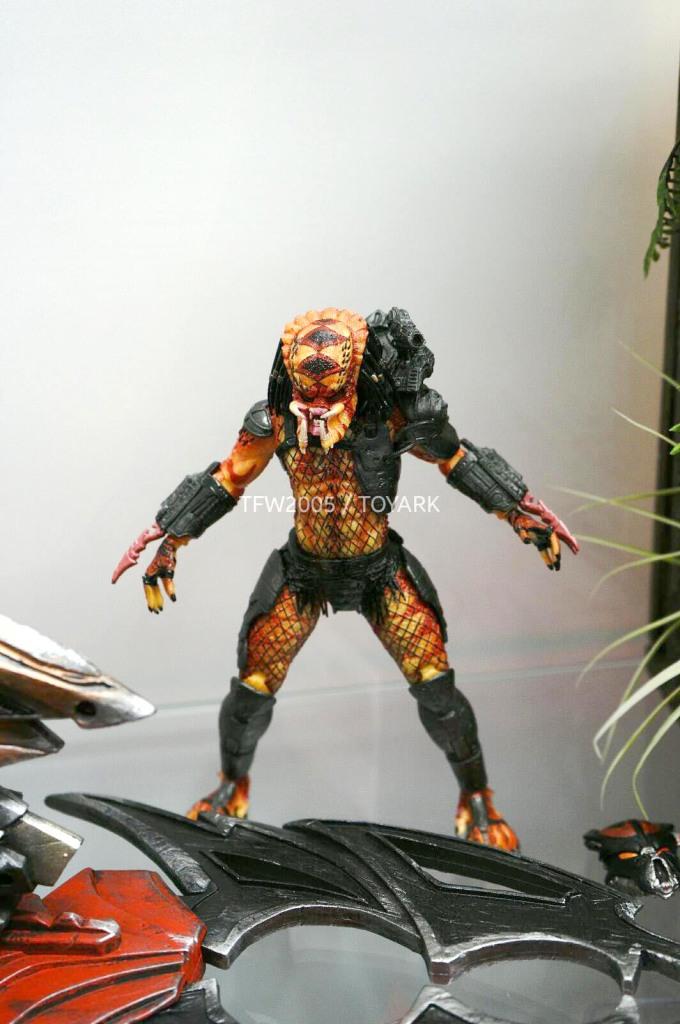 NYCC-2014-NECA-Predator-015