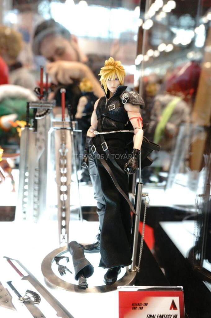 NYCC-2014-Play-Arts-Kai-Final-Fantasy-VII-002