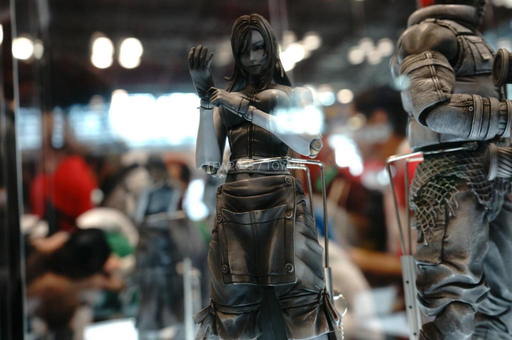 NYCC-2014-Play-Arts-Kai-Final-Fantasy-VII-016
