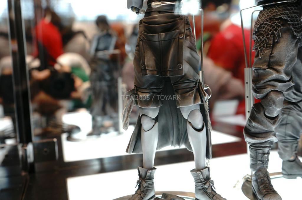 NYCC-2014-Play-Arts-Kai-Final-Fantasy-VII-017