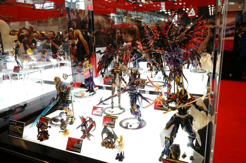 NYCC-2014-Play-Arts-Kai-Final-Fantasy-Variant-001