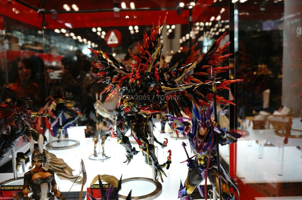 NYCC-2014-Play-Arts-Kai-Final-Fantasy-Variant-002