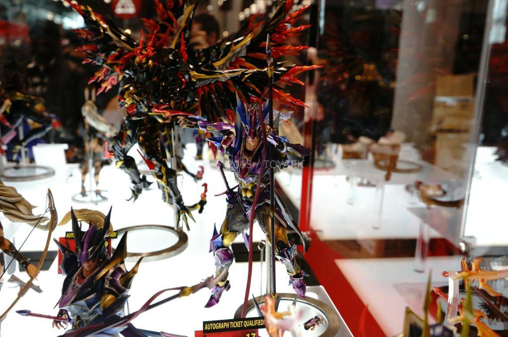 NYCC-2014-Play-Arts-Kai-Final-Fantasy-Variant-004