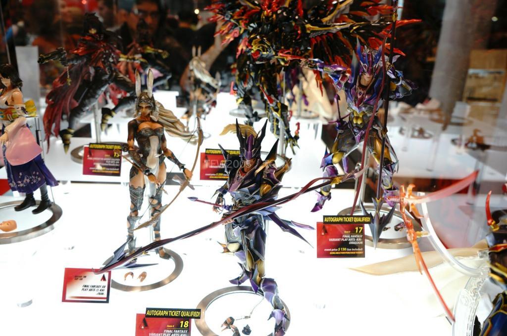 NYCC-2014-Play-Arts-Kai-Final-Fantasy-Variant-005