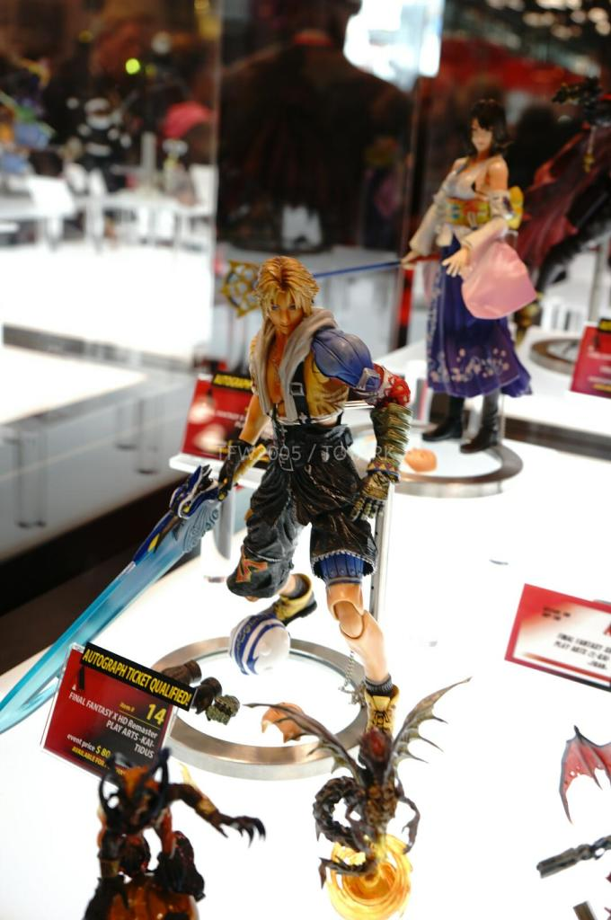 NYCC-2014-Play-Arts-Kai-Final-Fantasy-Variant-007