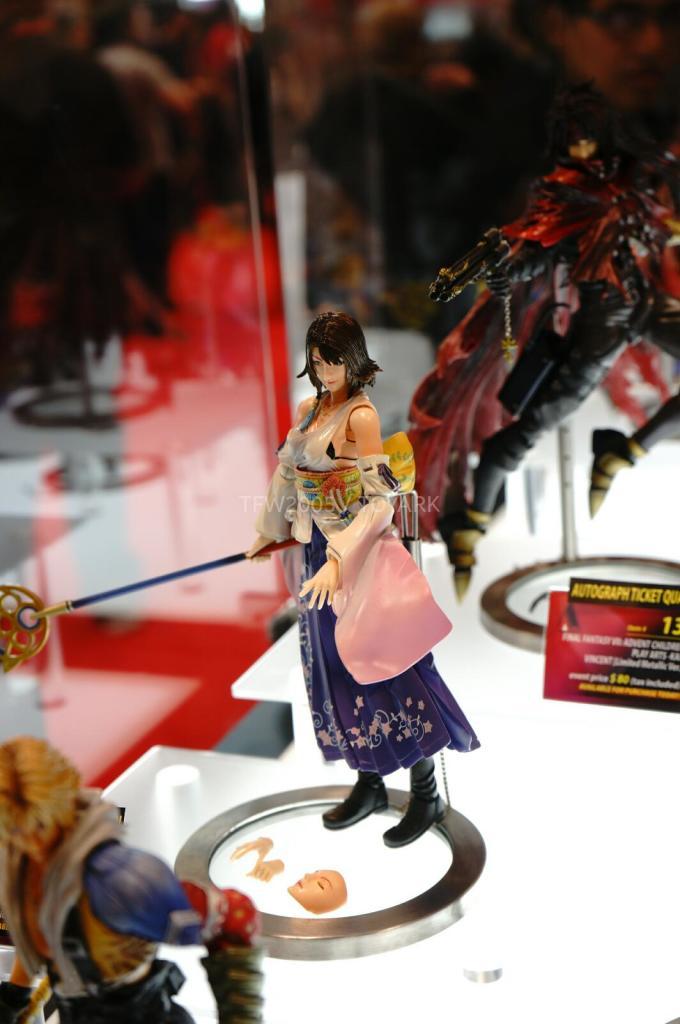 NYCC-2014-Play-Arts-Kai-Final-Fantasy-Variant-008