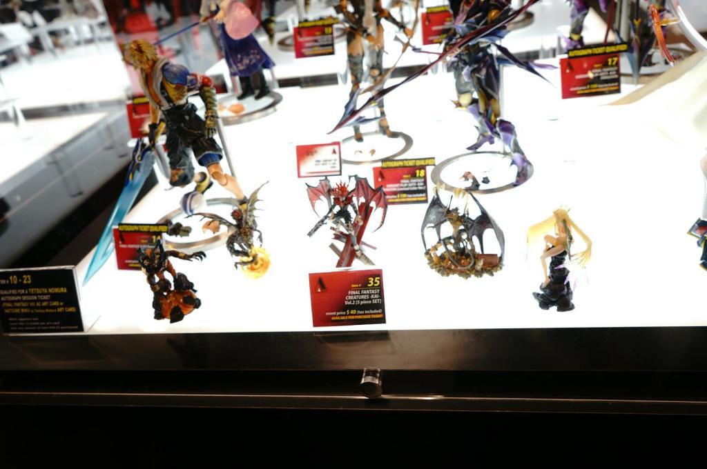 NYCC-2014-Play-Arts-Kai-Final-Fantasy-Variant-009