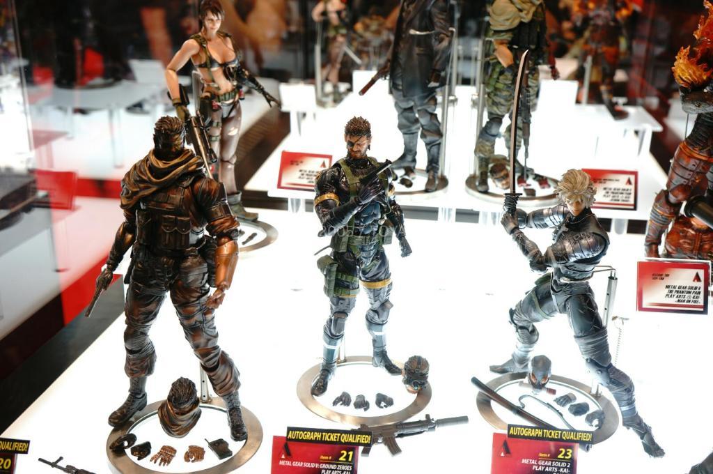 NYCC-2014-Play-Arts-Kai-Metal-Gear-002