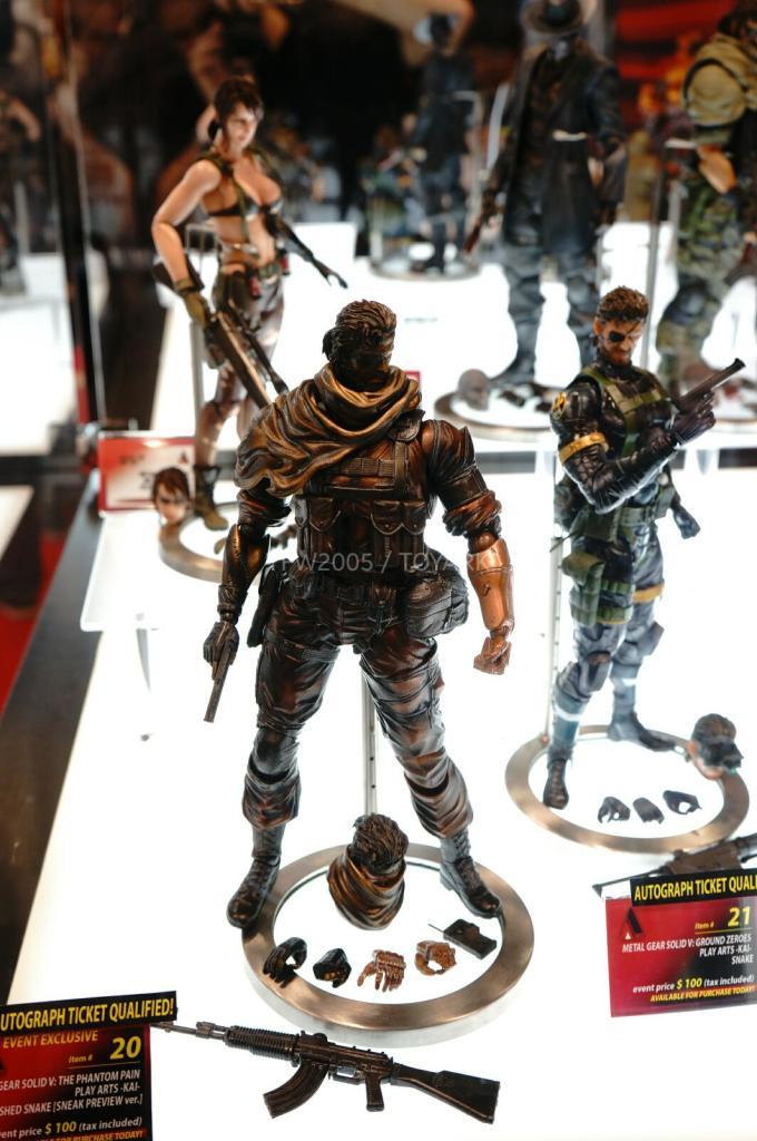 NYCC-2014-Play-Arts-Kai-Metal-Gear-003