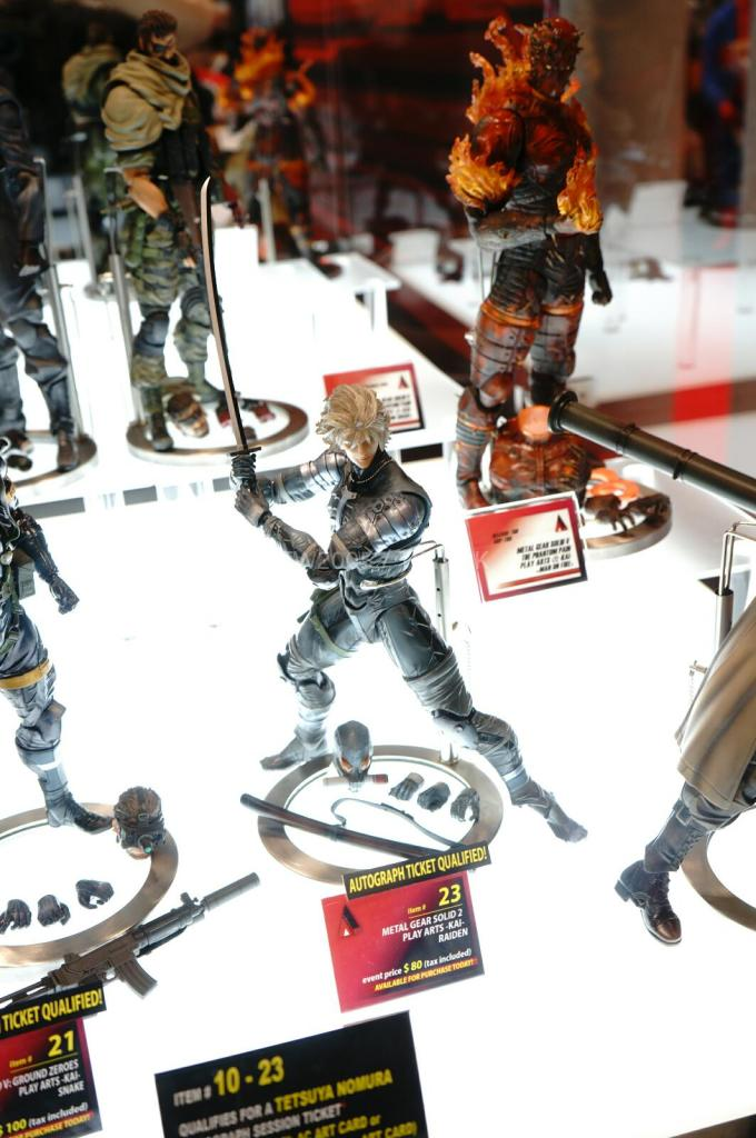 NYCC-2014-Play-Arts-Kai-Metal-Gear-004