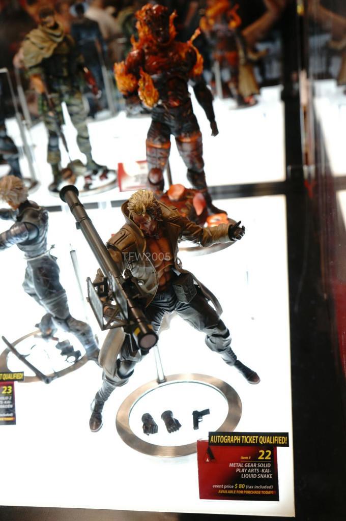 NYCC-2014-Play-Arts-Kai-Metal-Gear-005