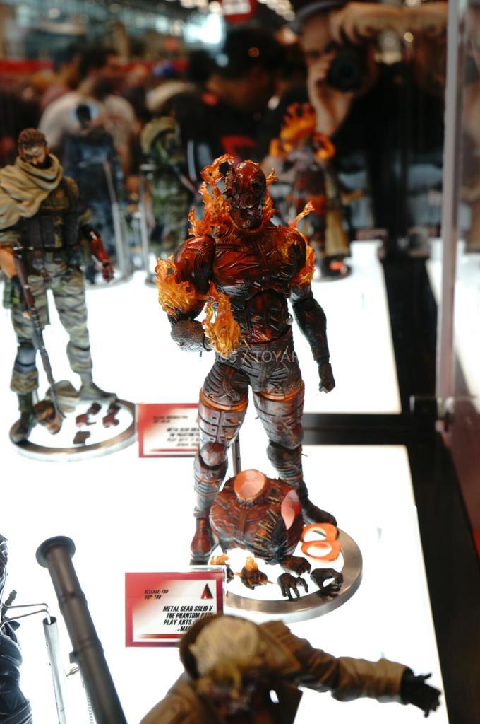 NYCC-2014-Play-Arts-Kai-Metal-Gear-006