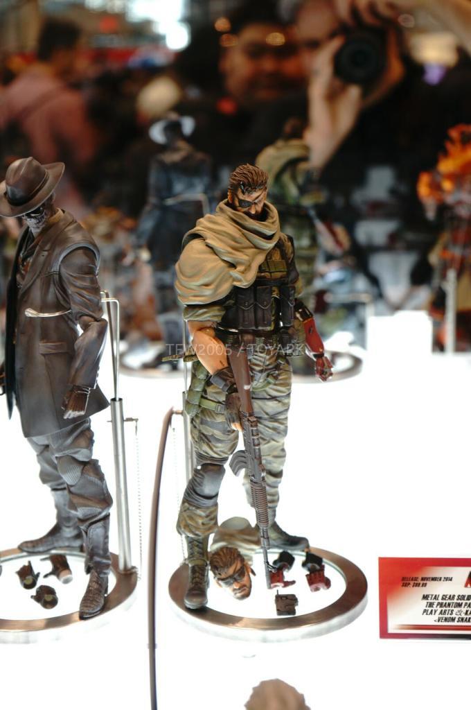 NYCC-2014-Play-Arts-Kai-Metal-Gear-007