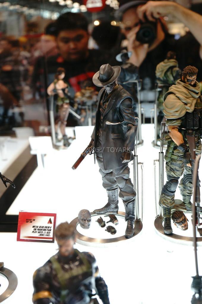 NYCC-2014-Play-Arts-Kai-Metal-Gear-008
