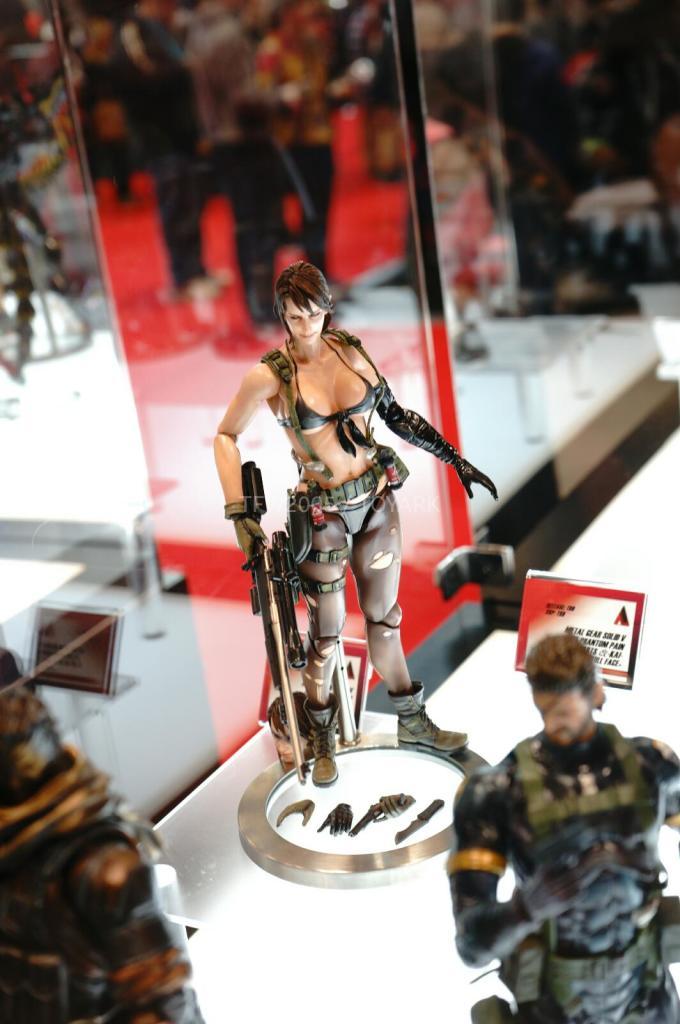 NYCC-2014-Play-Arts-Kai-Metal-Gear-009