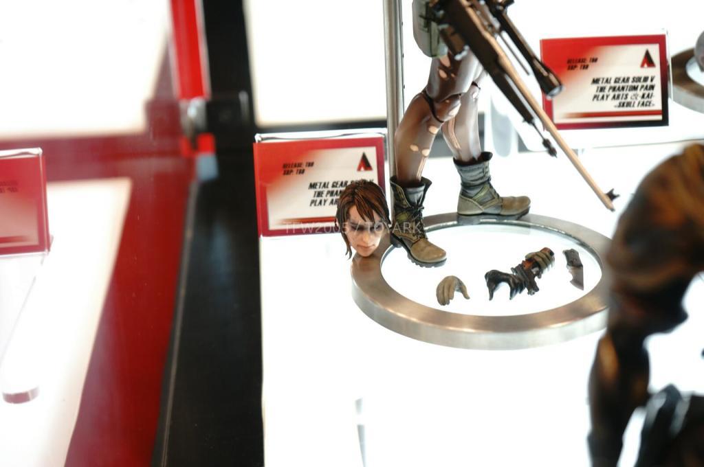 NYCC-2014-Play-Arts-Kai-Metal-Gear-010