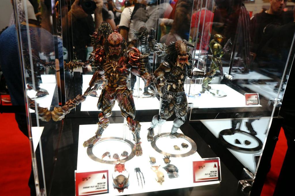 NYCC-2014-Play-Arts-Kai-Predator-004