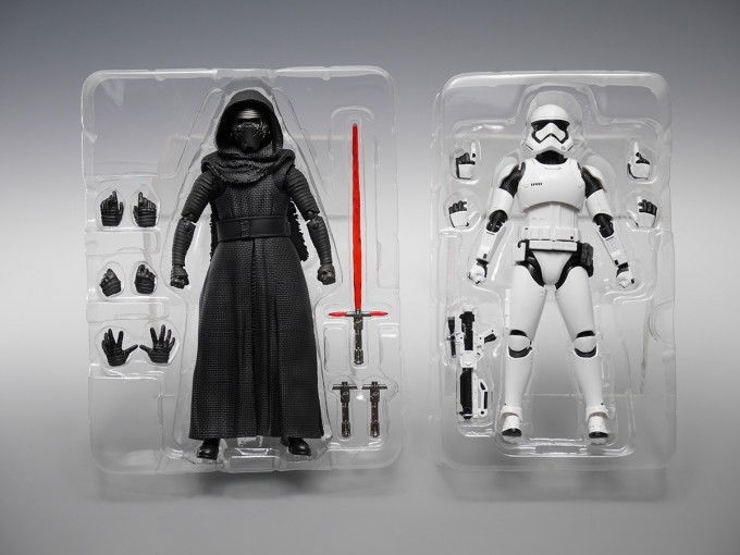 SHFIGUARTS_STAR_WARS_THE_FORCE_AWAKENING_KYLO_REN_16CM_14_DEC2015_BANDAI_5940.jpg~original