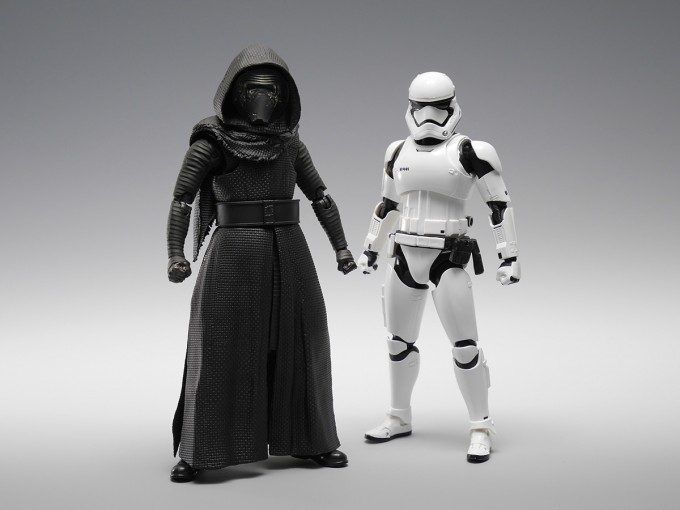 SHFIGUARTS_STAR_WARS_THE_FORCE_AWAKENING_KYLO_REN_16CM_15_DEC2015_BANDAI_5940.jpg~original