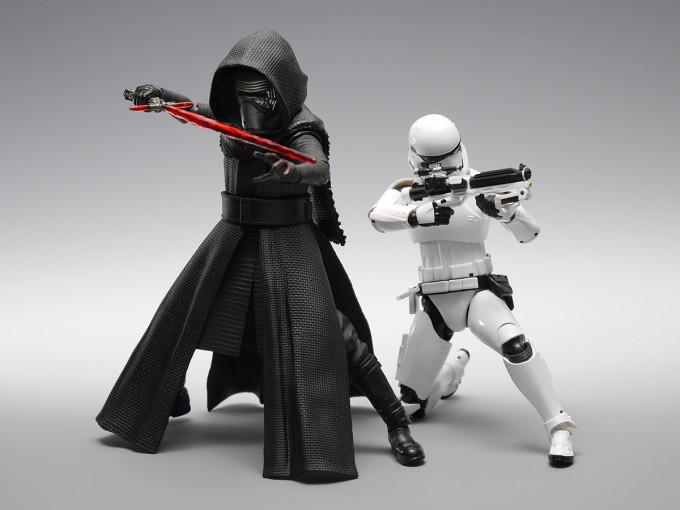 SHFIGUARTS_STAR_WARS_THE_FORCE_AWAKENING_KYLO_REN_16CM_16_DEC2015_BANDAI_5940.jpg~original
