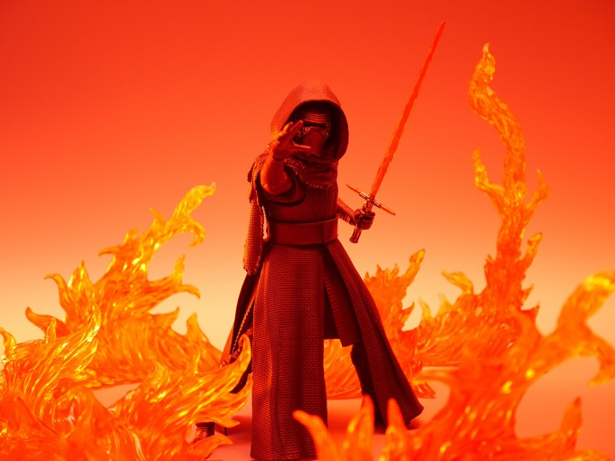 SHFIGUARTS_STAR_WARS_THE_FORCE_AWAKENING_KYLO_REN_16CM_17_DEC2015_BANDAI_5940.jpg~original