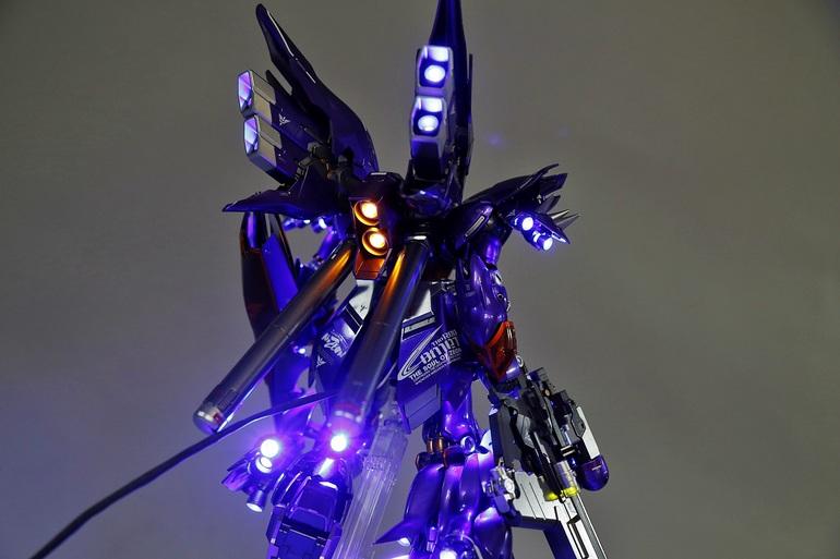 MG 1/100 Sinanju custom Paint Full LEDs