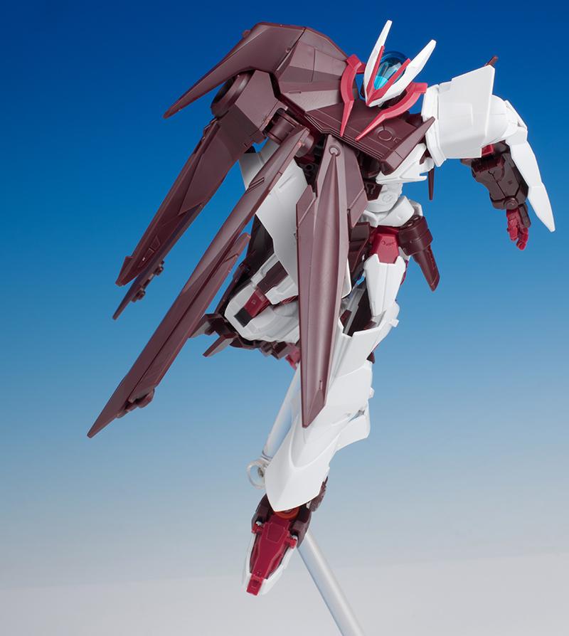 Gundam Astray No-Name posisi terbang