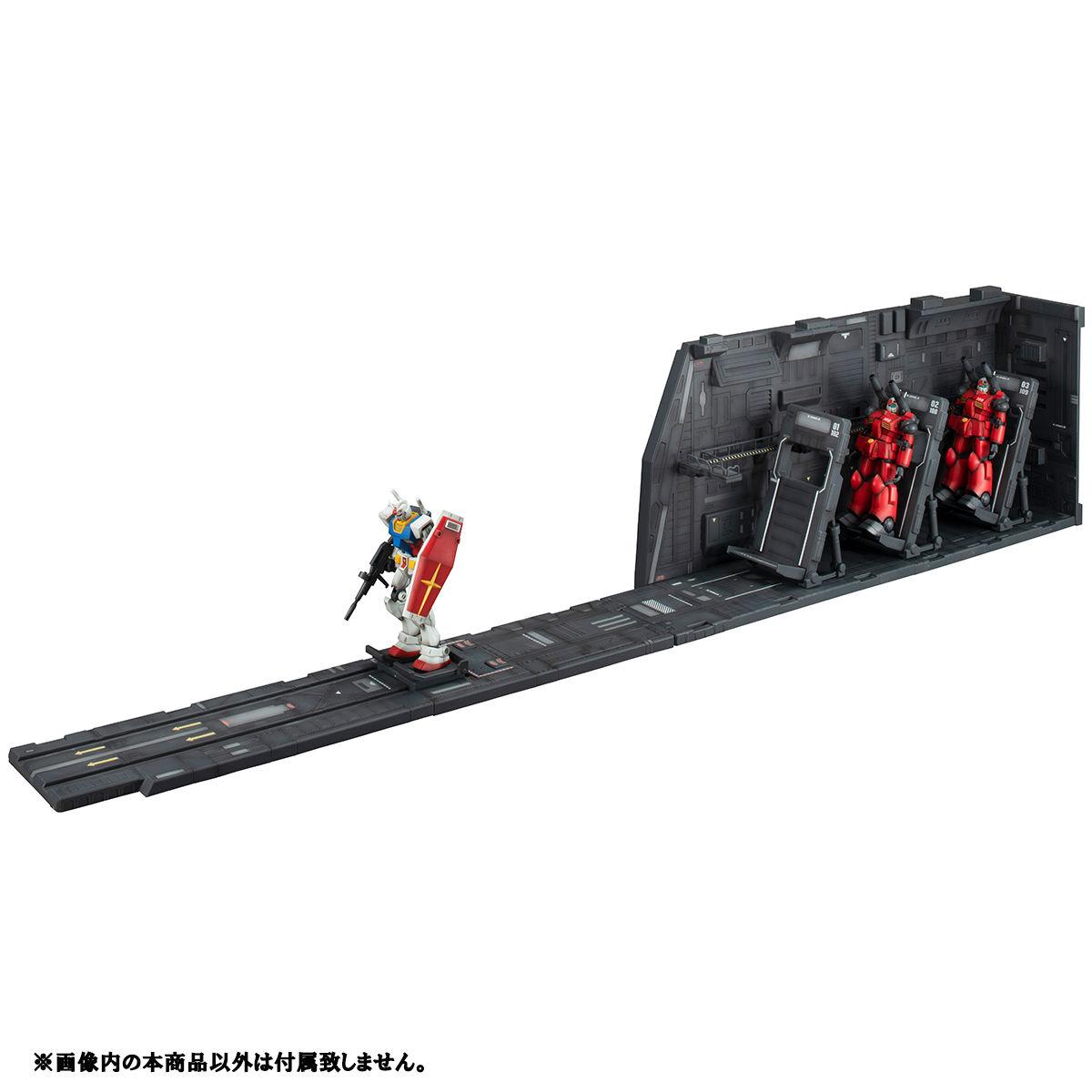 P-Bandai Realistic Model Series 1/144 WHITE BASE CATAPULT DECK RENEWAL EDITION