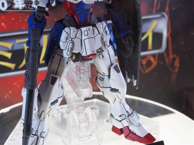 legs closeup of Gundam Geminass