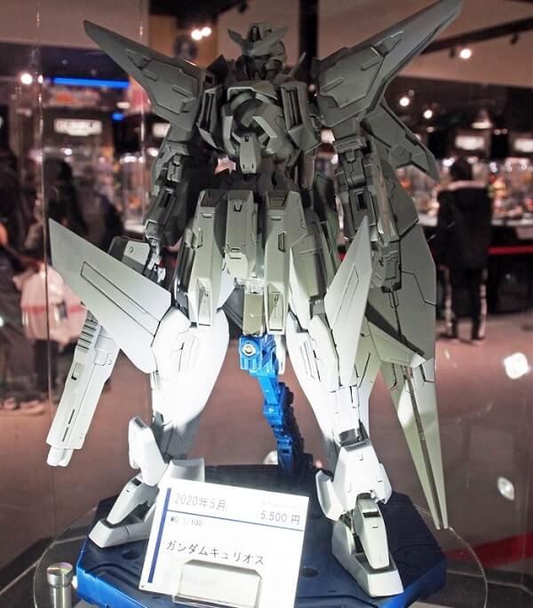 full frontal view of Gundam Kyrios