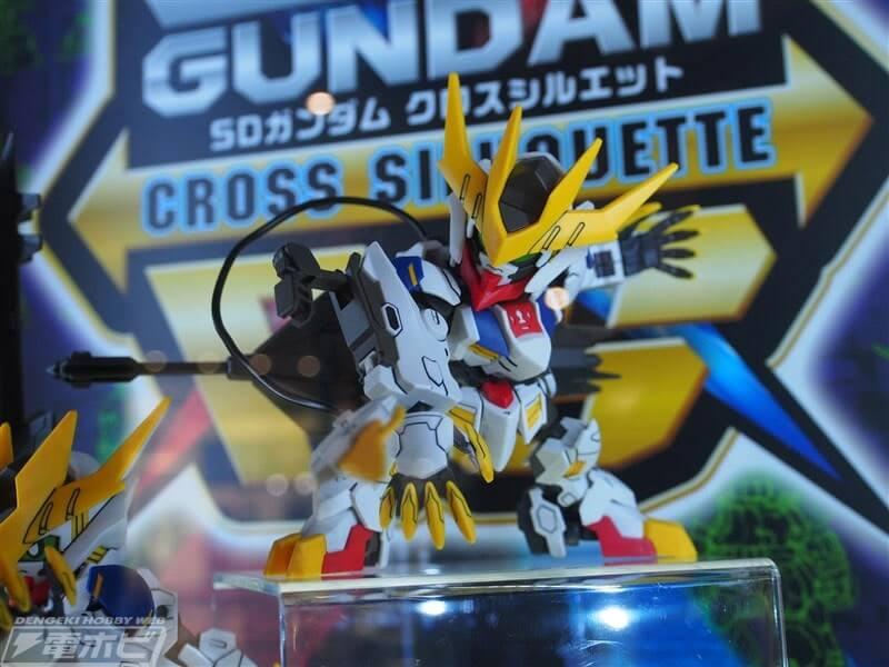 action pose of SDCS Gundam Barbatos Lupus Rex