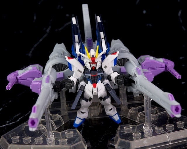 frontal view of the freedom gundam and his meteor unit
