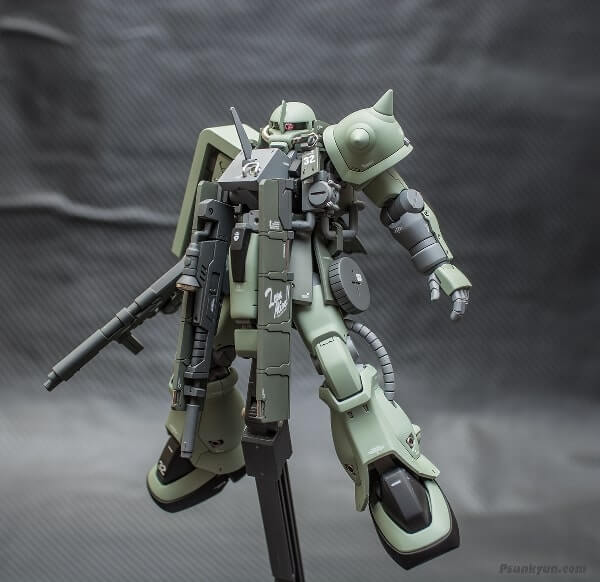image of the zaku stutzer on display stand