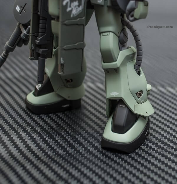 new closeup photo for the legs of the zaku stutzer