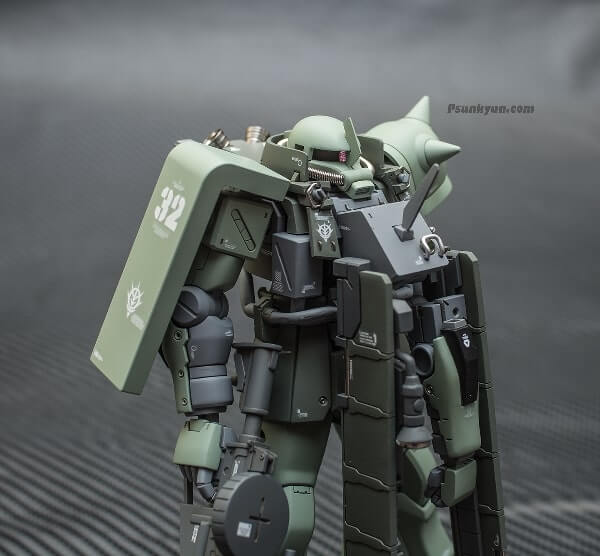 closeup front view of the zaku stutzer