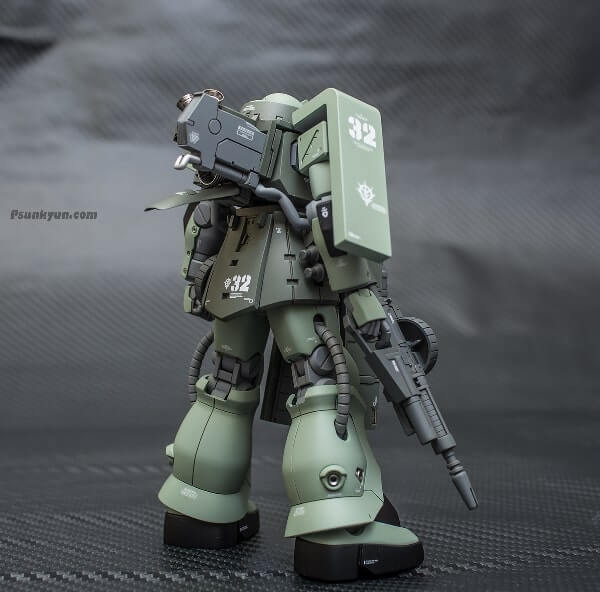full rear view with weapon of the zaku stutzer