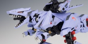 HMM Zoids 1/72 Ez-049 Berserk Fuhrer: Latest Work by Jim Sung Kun. PHOTO REVIEW